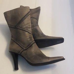 Simon Bay/ Vera Gomma/ Distressed Leather/Boots
